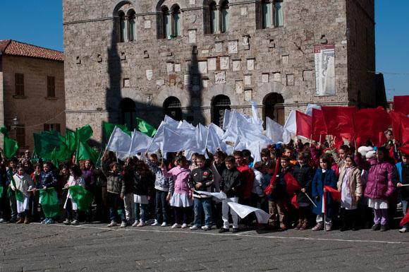 manidfestazione in piazza per 150 anni italia